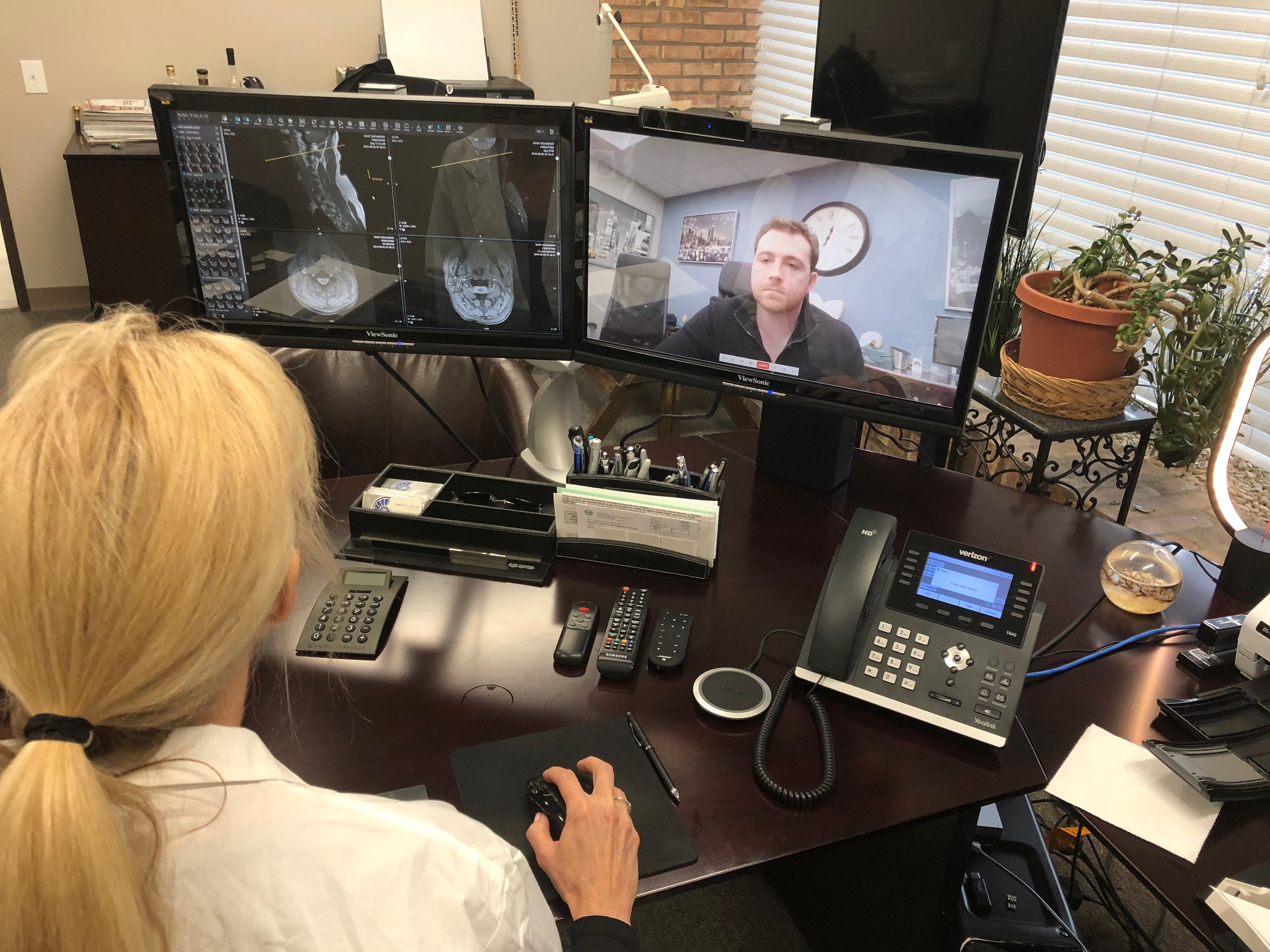 View images with professionals or patients during a telehealth or telemedicine consultation. Call for a demo today. 844-4-TELERAY www.teleray.com